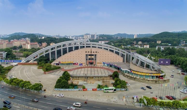 绵阳科技馆位于四川省绵阳市游仙区风景如画的芙蓉溪畔,是绵阳市