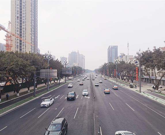 绵兴路道路改造完工恢复双向通行