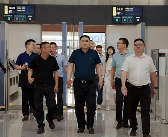相互学习促发展 携手同心谋共进  欧宝体育平台介绍集团赴华西十二公司天府机场项目  考察交流